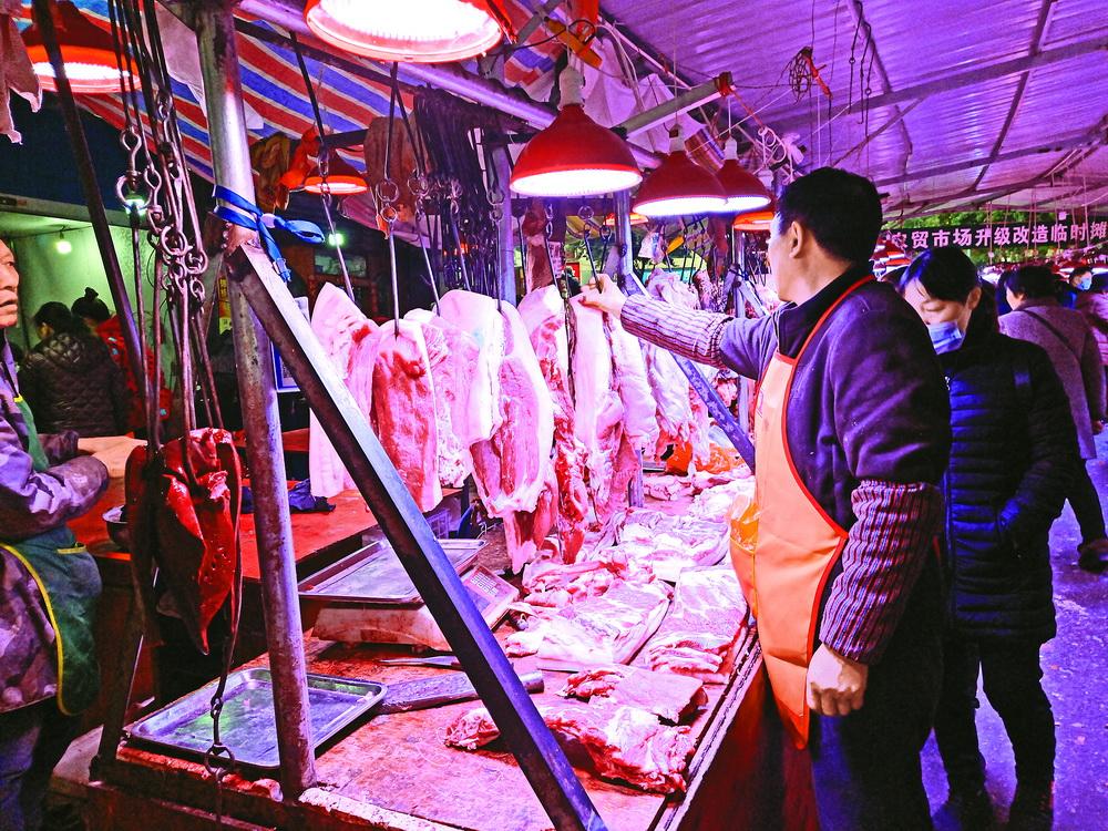 新年的脚步越来越近 达城香肠腊肉市场火爆
