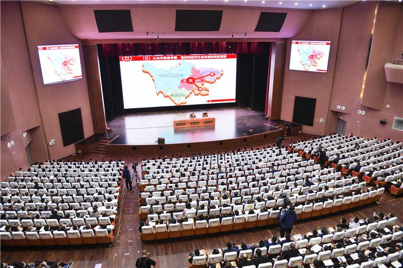 市委中心组学习(扩大)会暨政策形势党课举行