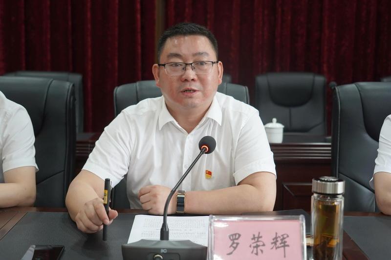 罗荣辉:忠诚干净担当 做党和人民忠诚卫士