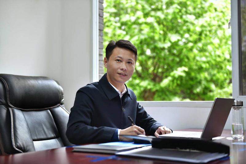 简麒镇:用担当作为彰显赤诚之心