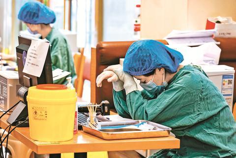 达州火车站新冠疫苗接种点150名工作人员不分昼夜建免疫屏障