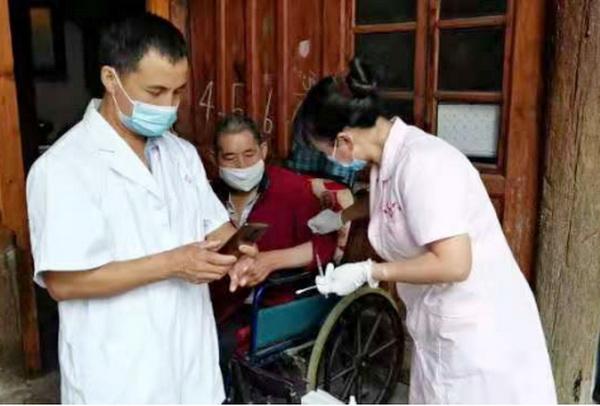 万源曾家乡采取多种措施提供便民接种服务