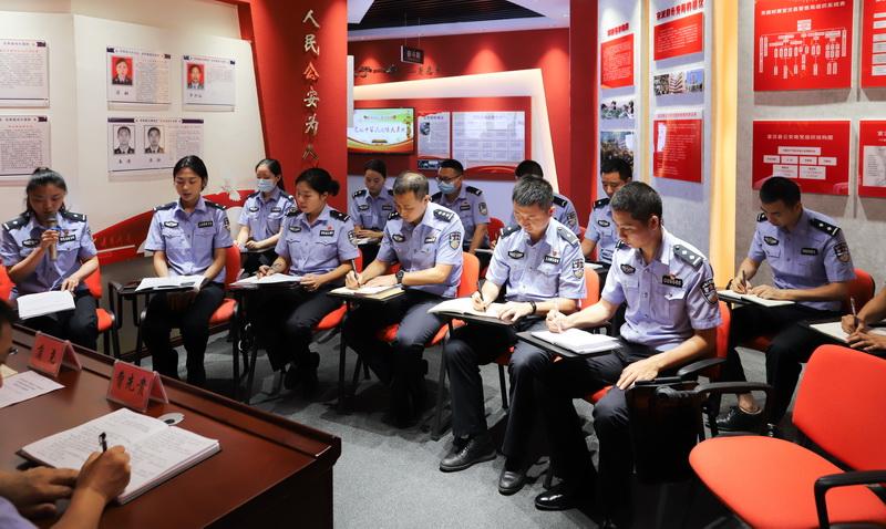 宣汉青年民警读书会激荡警营正能量