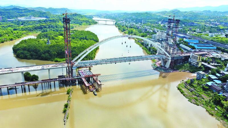 中坝州河大桥桥面主梁成功合龙