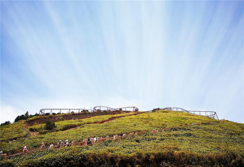 万源八台山风景区地处八台乡的东部,因地貌成层状梯级递降,有八层之