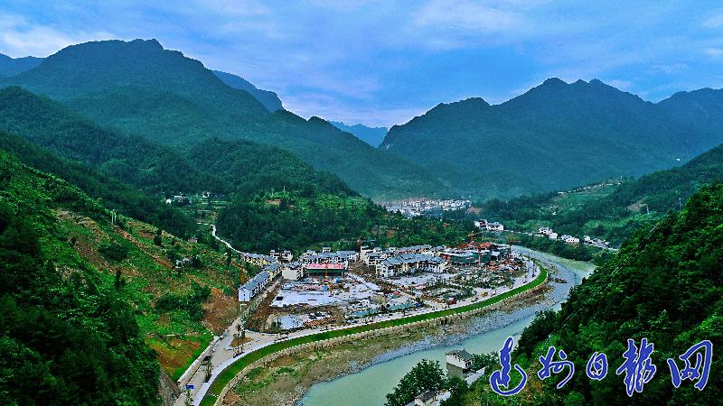首页 社会  宣汉县巴山大峡谷是镶嵌在大巴山的一颗璀璨明珠,是大自然